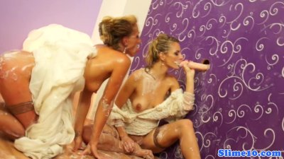Les babes bukkake sprayed and cumswap