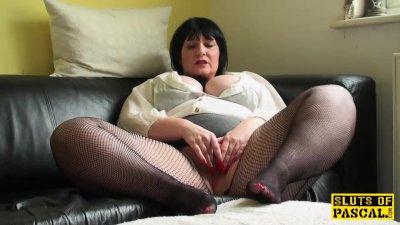 Plump uk mature fingers her vag in fishnets