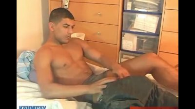 Djamel A innocent delivery straight guy serviced his big cock