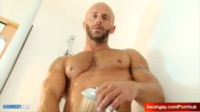 Aymeric handsome delivery guy get serviced by a guy!