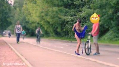 Jeny Smith accidental nakedness on the streets