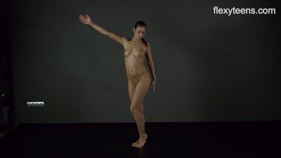 FlexyTeens - Zina shows flexib