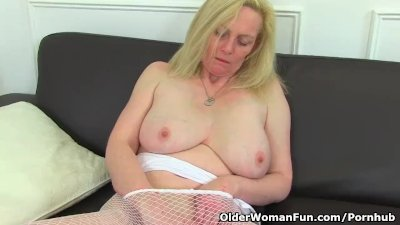 English milf fiona stuffs her fanny with a dido - 1 part 10