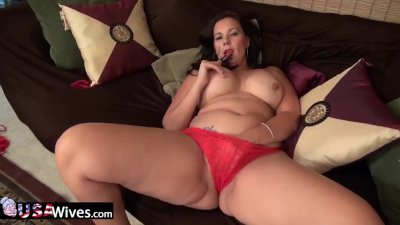 Curvy Wife from USA in red pan