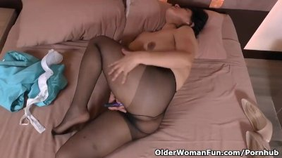 Latina milf Anabella gets aroused in nylon pantyhose