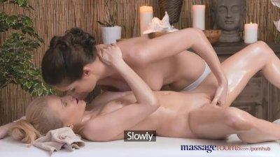 Skinny Nataly has kinky outdoors sex