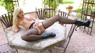 Athletic Blonde Tracy Lindsay with beautiful ass