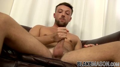 Dirty twink Leo Jenson has mastered the art of cock jerking