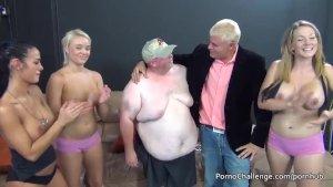 Enorme uomo grasso ottiene fortunato con 3 pulcini porno calde