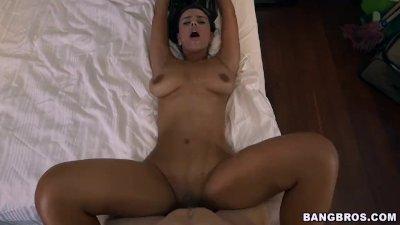 Big Booty Latina Maid Sofia Drops It Like It\'s Hot (mda13396)