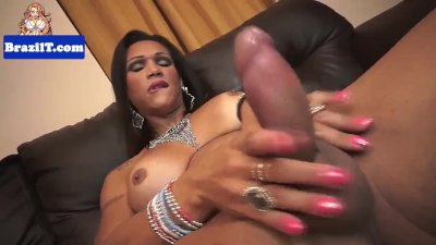 Bigbooty latina tranny jerking off her dick