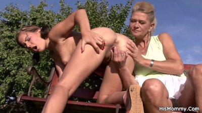 He finds his old mom toying young pussy outdoor