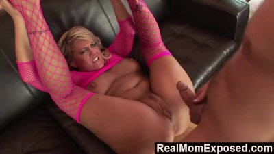 RealMomExposed - She\'s ravenous for a load and he\'s happy to deliver